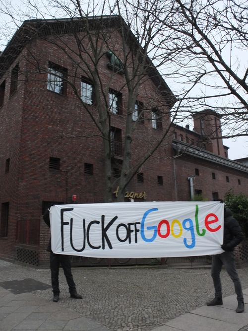 "Photo banner ""Fuck off Google"""